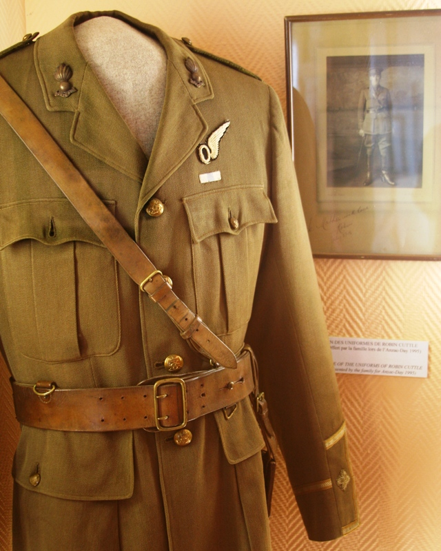 Robin Cuttle's Uniform - Franco-Australian Museum Villers-Bretonneux