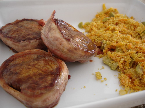 "Tenderloin medallions with carrot ""farofa"""