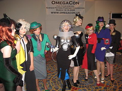 gun molls of Gotham (Cryptonaut) Tags: costumes penguin cosplay joker dccomics catwoman riddler poisonivy dragoncon harleyquinn twoface crossplay gunmoll supervillians dragoncon2007 dragoncon07 msfreeze