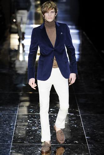 Anthon Wellsjo3007_FW10_Milan_Gucci(VOGUEcom)