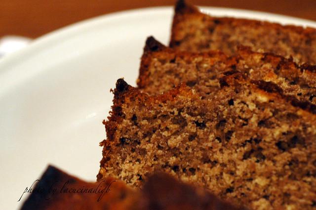 Plum-cake profumato con farina di ceci e cacao