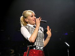 Gwen Stefani (jelee_unleashed) Tags: red musician music celebrity smile vancouver concert artist legs pop singer blonde lamb nodoubt akon gwenstefani loveangelmusicbaby harajukulovers sweetescapetour