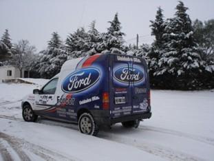 El movil de FORCOR en un sector cubierto de nieve en Hernando