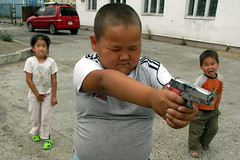 Little Assassin (eba317) Tags: people kids children kid gun child candid snap mongolia guns ricoh caplio ulaanbaatar r6 eba eba317 mongolianbeauty eba317people hirofumiebata
