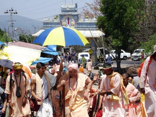 H H Jayapataka Swami in Tirupati 2006 - 0028 por ISKCON desire  tree.
