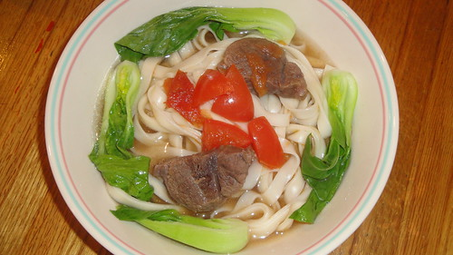 紅燒牛肉麵 Braised beef with noodles