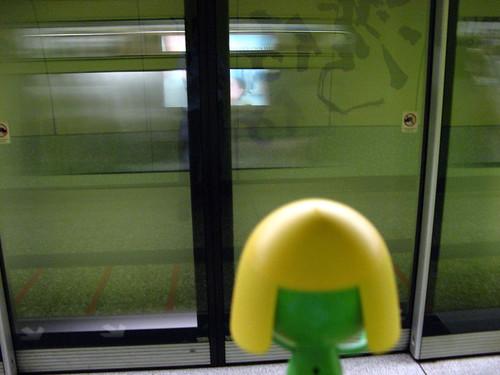 地鐵走了-_-|||