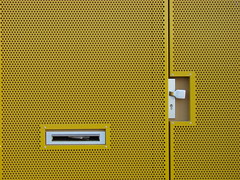 Amsterdam (Anders Hansen) Tags: door building netherlands amsterdam yellow metal wall architecture facade mailbox handle nederland walls metall vegg vegger