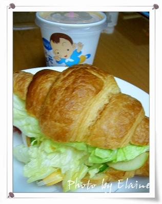 火腿可頌+伯爵冰奶茶