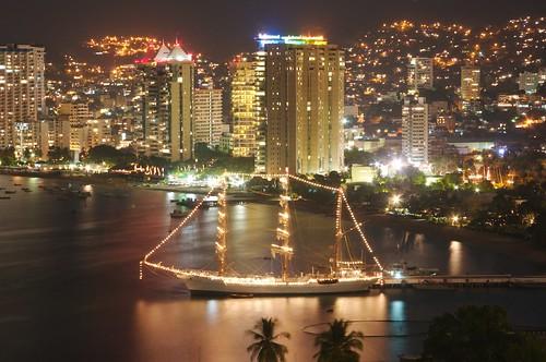 Resultado de imagen para Bahía de Acapulco de noche