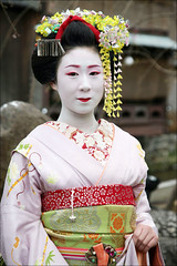 M A M E T E R U (mboogiedown) Tags: travel woman girl beauty japan asian japanese spring kyoto asia traditional culture maiko geiko geisha kawaii sakura kimono obi gion tradition kansai shirakawa hanakanzashi kobu discoverkyoto mameteru