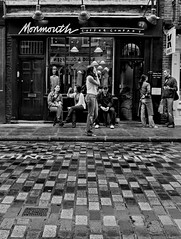 monmouth coffee shop (silvertony45) Tags: life street england people blackandwhite streetlife coventgarden dailylife monohrome canon400d