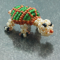 Tortuga. (naiarais) Tags: animal handmade tortuga manualidades abalorios animalito bolitas hechopornaiara artesaniahechoamano