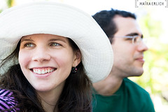 (mara erlich) Tags: summer green girl smile hat eyes nikon couple happiness praiadoscarneiros tamron2875mmf28 d700 maraerlich