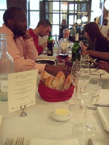 Les Deux Salons table