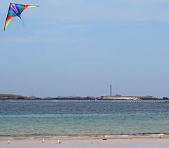 Le soleil est reviendu, pourvu que a dure (Magali Deval) Tags: lighthouse kite beach sunny plage phare cerfvolant ensoleill enfinlesoleilestrevenupourvuqueadure twtmesh170817