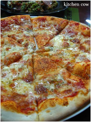 Al Quattro Formaggi Pizza