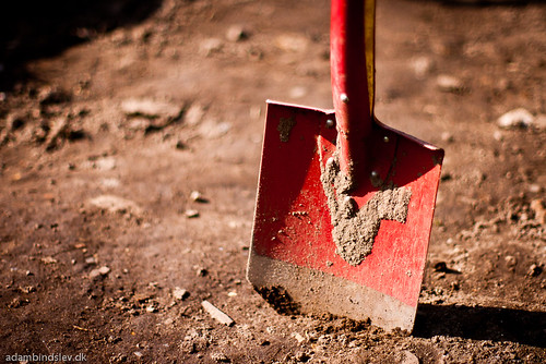 172/365 - Digging a hole by AdamBindslev, on Flickr