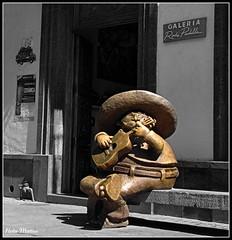 Mariachi sentado (Hotu Matua) Tags: sculpture statue mexico guitar guitarra jalisco escultura mariachi sombrero estatua tlaquepaque