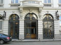 Bruxelles (Belgique), Cour des Comptes (Marie-Hlne Cingal) Tags: door brussels puerta belgium belgique belgie bruxelles porta porte brussel tr courdescomptes