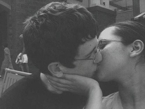 natalie portman and mila kunis kissing. natalie portman mila kunis kiss. natalie portman mila kunis