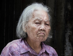 grandma at Tai Yuen St. (jobarracuda) Tags: grandma lumix hongkong asia oldwoman fz50 panasoniclumix dmcfz50 jobarracuda  taiyuenst