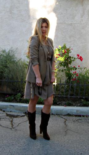 fashion outfit blondes blondehair whatiwore streetstyle goldaccessories lastyle brownsuedeboots cateyesunglasses tomfordsunglasses boutique9shoes ralphlaurenvintageblazer mixedneutrals longstraightblondehair vintage70sperfumebottlenecklace