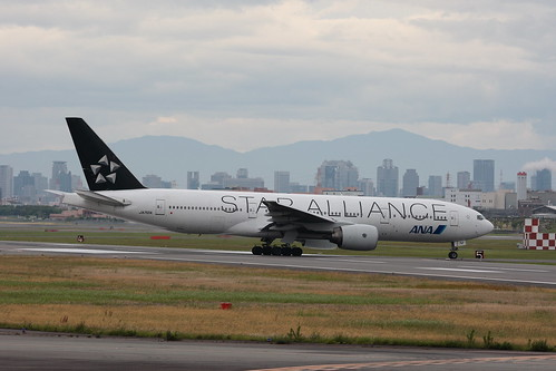 "ANA's B777-200 special painted ""STAR ALLIANCE"""