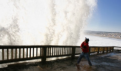 huge massive wave explotes! (Fransola) Tags: bigwave waveguysurprisesunbeach