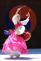 littledrummergirl6 (Derekwin) Tags: woman dance drum korea derek korean southkorea winchester hwaseong suwon canon70200f4l drumdance hwaseonghaegung derekwin southkoreakorean derekwinchester