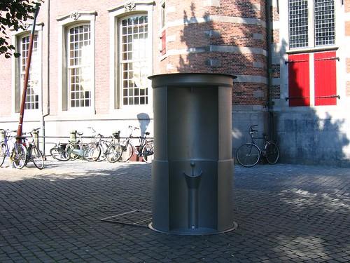 Urinól público em Haia