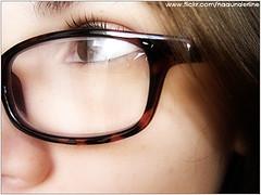 com óculos :3 por Nathalia ♥