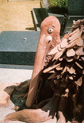 le pélican de Montparnasse (piegui) Tags: sculpture paris statue tombe cimetière cimetièredumontparnasse pélican denismondineu