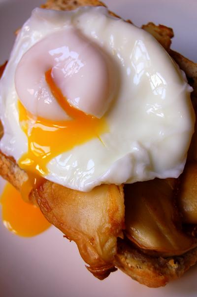egg, mushroom on baguette