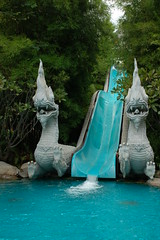 Dragon slide @ Hyatt (launceston_lad) Tags: blue pool d50 thailand hotel nikon dragon slide hyatt waterslide huahin hyattregency launcestonlad hhbkk07