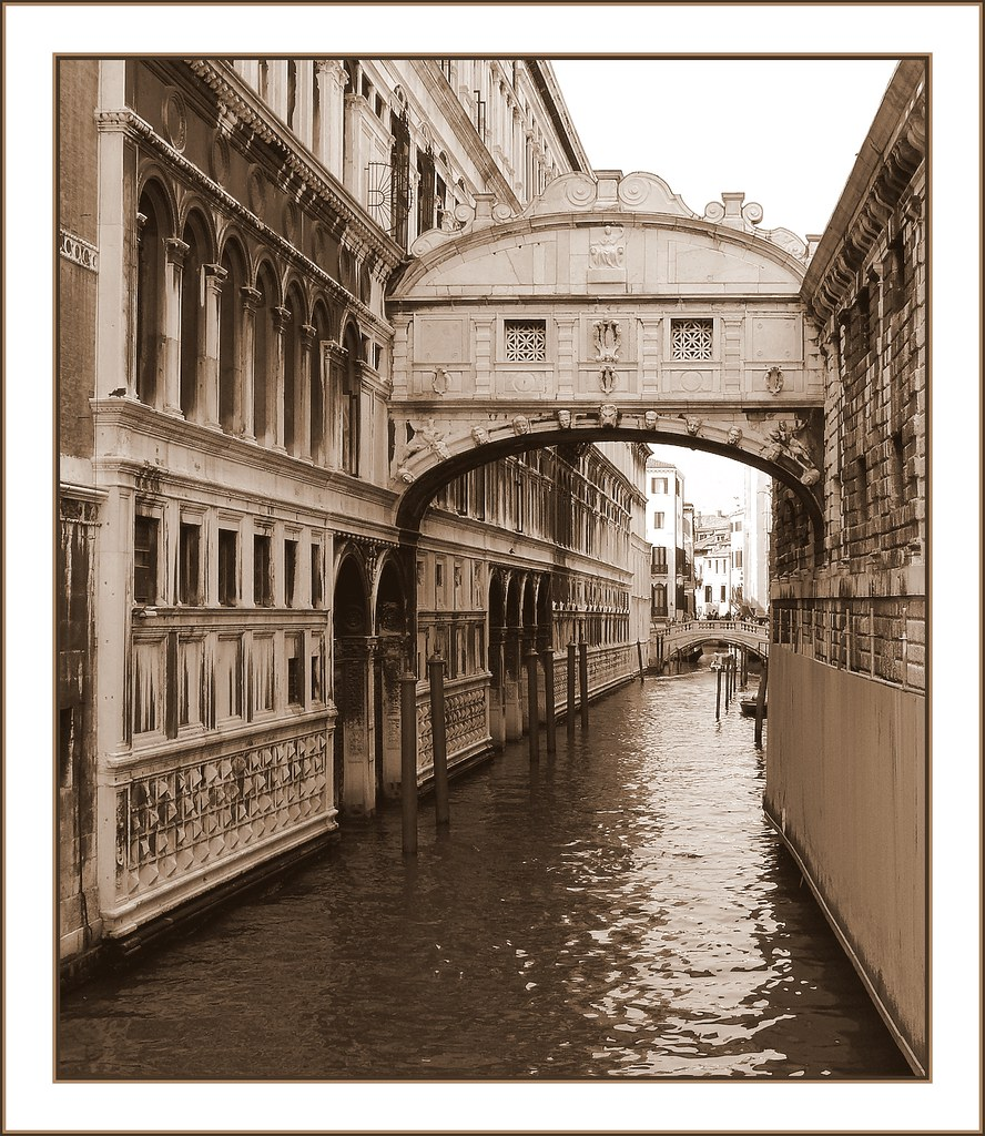Antonio Rizzo, Pietro Lombardo and La Scarpagnino, Rio Facade of Ducal Palace, completed in 1559, Venice