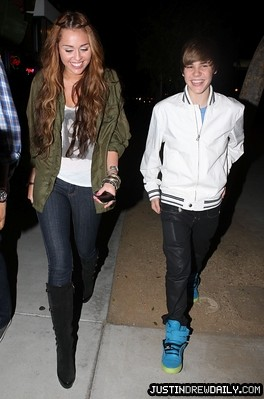 ♥Quiet♥ 拍攝的 Justin Bieber and Miley Cyrus at dinner date。