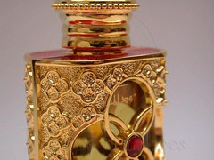 Perfume Bottle - Gold ({ahradwani.com} Hawee Ta3kees- ) Tags: macro reflections close object advertisement ali hassan doha qatar 2007  homestudio   nikone995 arabicperfume   hawee    haweeta3kees   ta3kees ahradwanicom ahradwani