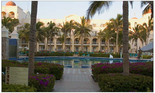 Riu Palace Cabo quiet pool afternoon2