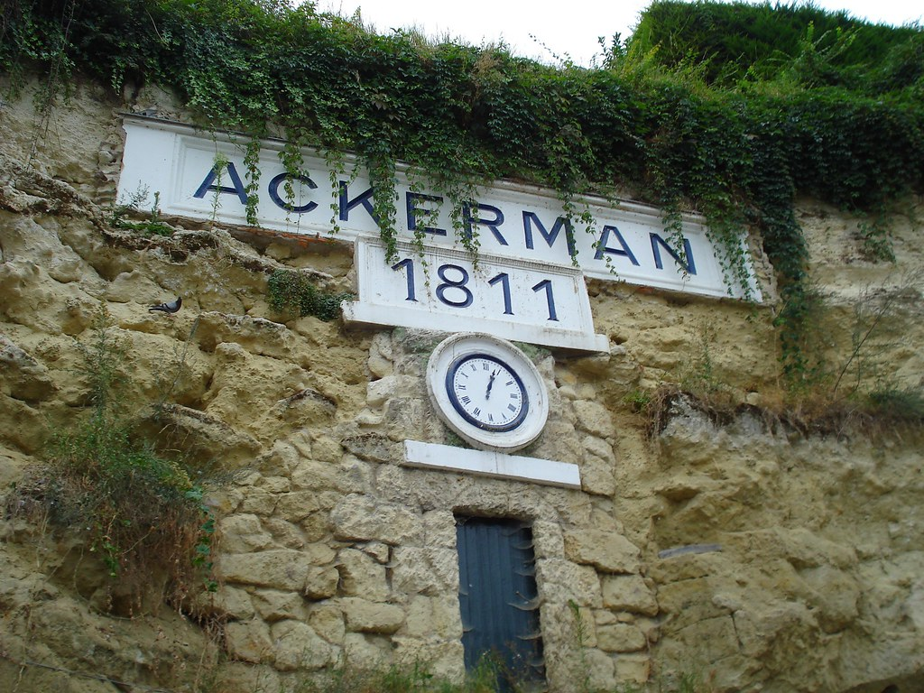 Ackerman bubbly caves