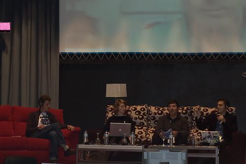 Imagen de los participantes en el panel