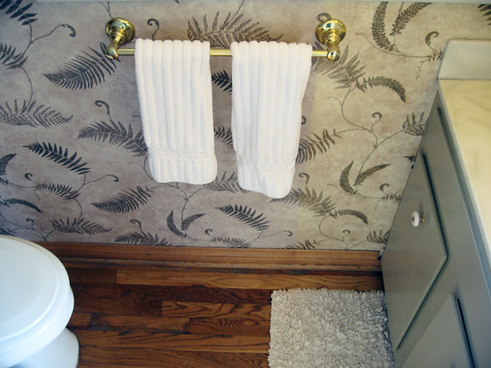 guest bathroom+fern wallpaper+before -2