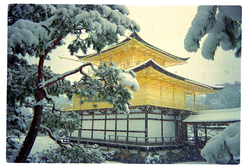 Golden Pavilion, Kyoto. Photo by oudodou.
