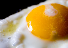 Sunny Side Up (*ian*) Tags: food macro topv111 closeup blog dof egg favourite fried interestingness262 bigemrg top300 jun2007blog gettysubmitted gettypick gettyimagesstilllife