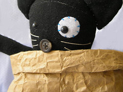 (super_ziper) Tags: black cat diy blog handmade sewing crafts character craft super fabric gato preta button gata personagem tecido ziper costura swe pretinha botao manualidade superziper
