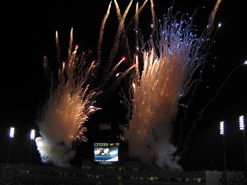 It would be sooo un-American to NOT end this sequence with fireworks, no?