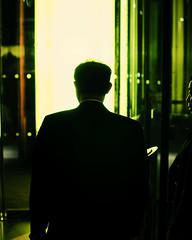 Noir (Chris JL) Tags: uk reflection london silhouette yellow wall night noir candid profile streetphotography va victoriaandalbertmuseum backshot 5x4 photoderue spnp photographiederue nikond90 fotografíadecalle rückenfigur fotografiadistrada nikkor35mmf18g chrisjl