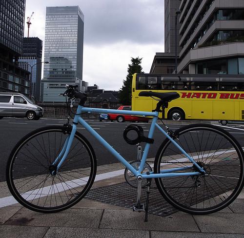 東京駅とはとバスとTOKYOBIKE