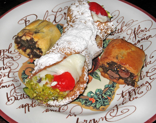Leave the gun.  Take the cannoli.