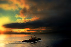 The captain's  on a mission.......... (Nicolas Valentin) Tags: sky seascape night scotland greenock boat cielo nubes clounds nube clound lancha bote
